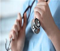 إحالة 13 طبيبا وممرضة للتحقيق في الأقصر.. تعرف على السبب