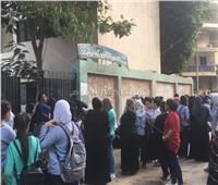 بالصور| طلاب الثانوية العامة يتوافدون على اللجان لأداء امتحاني اللغة العربية والتربية الدينية