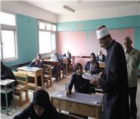 صالح عباس يتفقد لجان امتحانات الثانوية الأزهرية بـ6 أكتوبر