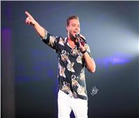 فيديو وصور| رامي صبري في حفل أسطوري بالسعودية.. وجمهور «المملكة» يرددون أغانيه