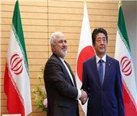 مسؤولون: إيران ستطلب من رئيس الوزراء الياباني التوسط بشأن العقوبات الأمريكية