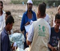 مركز الملك سلمان للإغاثة يوزع مواد إيوائية في عدن و200 طن تمور بجيبوتي