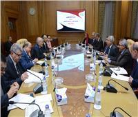وزير الإنتاج الحربي ومحافظ «أسوان» يناقشان المشروعات الجارى تنفيذها لتطوير المحافظة