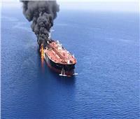 سلطنة عمان: دفعنا بسفينتين وطائرة استطلاع للمساعدة في إنقاذ طاقم ناقلتي النفط