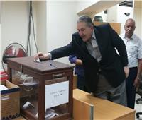 صور| «الوكيل» يدلي بصوته في انتخابات الغرفة التجارية بالإسكندرية