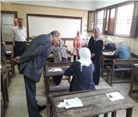 رئيس جامعة الأزهر يتفقد معهد فتيات أرض الجنينة للاطمئنان على طالبات القسم العلمي