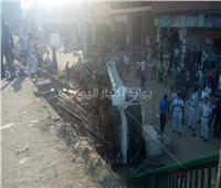 صور| سقوط سيارة من أعلى الطريق الدائري بالمرج الجديدة