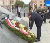 فيديو| الرئيس السيسي يضع إكليل الزهور على النصب التذكاري ببيلاروسيا
