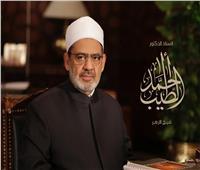 محمد صلاح يجري اتصالًا هاتفيًا بالإمام الأكبر