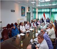 محافظ القليوبية يجتمع مع اللجنة العليا لمكافحة ناقلات الأمراض