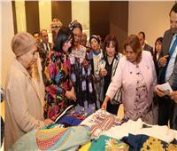 مايا مرسي تتفقد معرض منتجات «مصريات مبدعات»