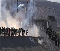 قوافل اللاجئين عبر الحدود. .مسيرات «الأمل» و«الألم»