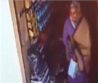تفاصيل واقعة سرقة متسولة 150 ألف جنيه من محل حلوى بـ السيدة زينب