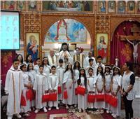 بطريرك الكاثوليك يحتفل بالمناولة الاحتفالية لأبناء كنيسة العذراء والأم تريز بعزبة النخل
