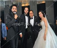 صور| تامر حسني وبوسي وشيبة يحيون زفاف «إبراهيم ونورا»