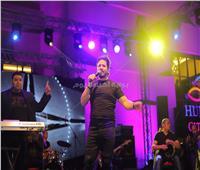 صور| مصطفى حجاج يتألق في الغردقة بأغانيه المميزة