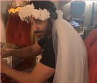 فيديو| هنا الزاهد تلتقط صورة لـ«أحمد فهمي» بطرحة فرح