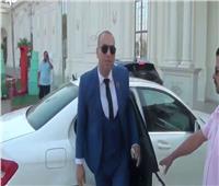 فيديو| المدرس صاحب «موكب السيارات»: «استقلت منذ 4 أعوام.. وأدفع الضرائب كاملة»