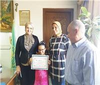 تكريم نور عبدالمطلب الأولى في الشهادة الإبتدائية الأزهرية على مستوى القليوبية