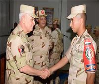 صور..رئيس الأركان يشهد المرحلة الرئيسية للمشروع التكتيكي بجنود «باسل 13»