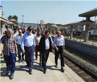 رئيس «السكة الحديد» يتعهد بتحسين الخدمة ويشدد على حسن معاملة الجمهور
