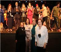 مايا مرسي تشهد عرض مسرحي «اللي رسمت الطريق» بمناسبة مئوية المرأة المصرية