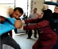 بالفيديو| مشاجرة وتشابك بالأيدي في استقبال مستشفى ميت غمر العام