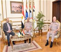 وزير الدفاع ورئيس الوزراء الأردني يبحثان الملفات المشتركة