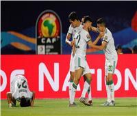 أمم إفريقيا 2019| «الدرس انتهى يا سادة».. الجزائر تضرب غينيا بالهدف الثالث