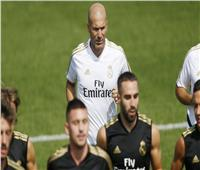 زيدان يغادر معسكر ريال مدريد.. ويعود لإسبانيا