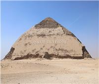 بعد 54 عاماً.. وزير الآثار يفتتح هرمي «الكا» و«سنفرو» للجمهور