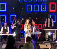 نانسي عجرم تتألق خلال حفلها في قبرص