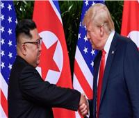 البيت الأبيض يعلق على جدرانه صورة جديدة تجمع ترامب وكيم جونج أون