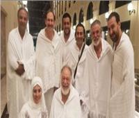 فريق عمل مسرحية «الملك لير» يؤدون مناسك العمرة