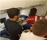 ننشر الفيديو الأول للمصري المعتدي عليه داخل طائرة رومانية