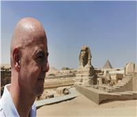 صور.. رئيس الاتحاد الدولي لكرة القدم يزور أهرامات الجيزة