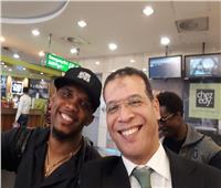صامويل إيتو يغادر مصر بعد تسليم كأس الكان للجزائر