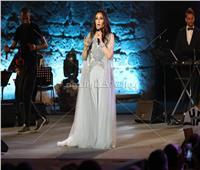 صور| «غناء للجزائر وفقرة استعراضية».. تفاصيل حفل لطيفة بمهرجان قرطاج