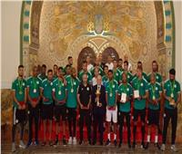 رئيس الجزائر يمنح لاعبي الخضر أوسمة الاستحقاق