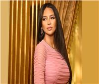 المغربية هند تحتفل بإطلاق «اللي ما يتسمى»