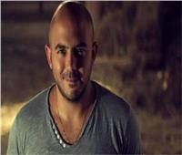 فيديو| «كلاكيت تاني مره» .. العسيلي يدفع شاب من على المسرح