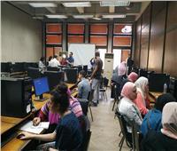 تنسيق الجامعات 2019| إقبال كثيف من الطلاب على معامل «هندسة القاهرة» لتسجيل الرغبات