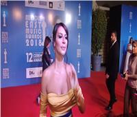 صور| اللبنانية كاتيا تخطف الأنظار على «ريد كاربت» حفل «الميما»