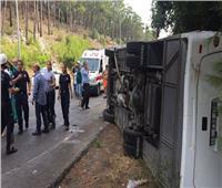إصابة 25 شخصا إثر انقلاب حافلة سياحية في تركيا