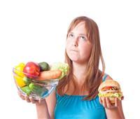 استشاري يحذر من أنظمة «الرجيم السريع»: تزيد الوزن