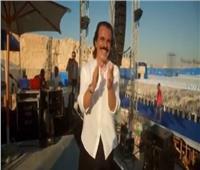 فيديو| راقصًا ومستمتعًا بعزفه.. «ياني» يروج لحفله بـالساحل