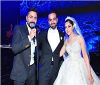 صور| تامر حسني وانستازيا يتألقان في زفاف «عمرو وآية»