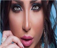دنيا بطمة تقدم هدية للملك محمد السادس في عيد العرش