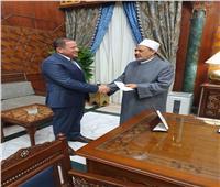 الإمام الأكبر يتبرع بنصف مليون جنيه لصالح مستشفي الأورمان بالأقصر