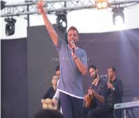 صور| رامي صبري يُشعل أولى حفلاته بـ«الساحل» لصيف ٢٠١٩